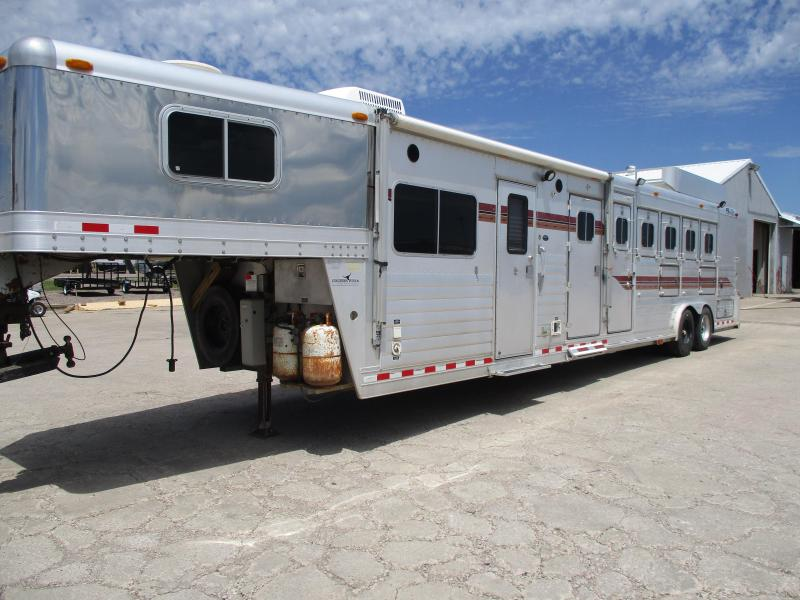 2001 4-Star Trailers 5 Horse Horse Trailer
