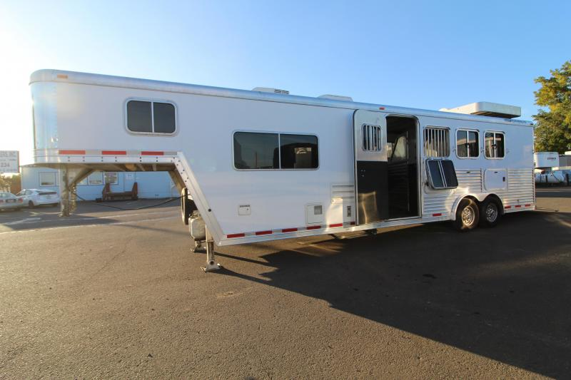2007 Featherlite 4 Horse LQ 10' SW-Hay Rack-Mangers-Dinette-Oven-Rear Ramp