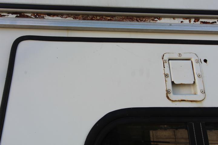 1996 Sundowner 3 Horse Gooseneck - Foldable Rear Tackroom - Padded Dividers -  Drop Down Headside Windows - Hayrack & Ladder -