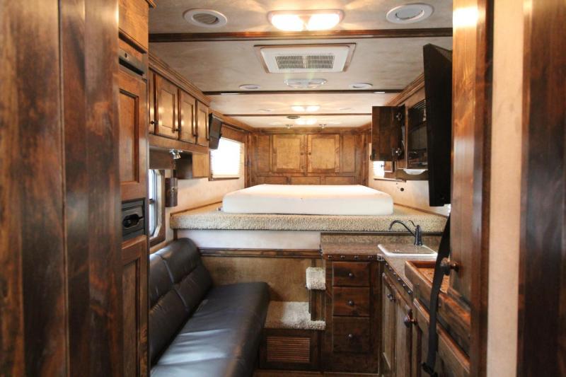 2010 4-Star 10ft SW Living Quarters 3 Horse Trailer - Generator - Outlaw Interior
