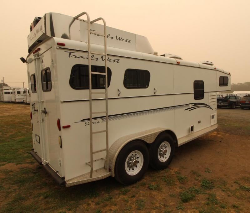 2001 Trails West SIERRA 2 HORSE TRAILER - GOOSENECK WEEKENDER