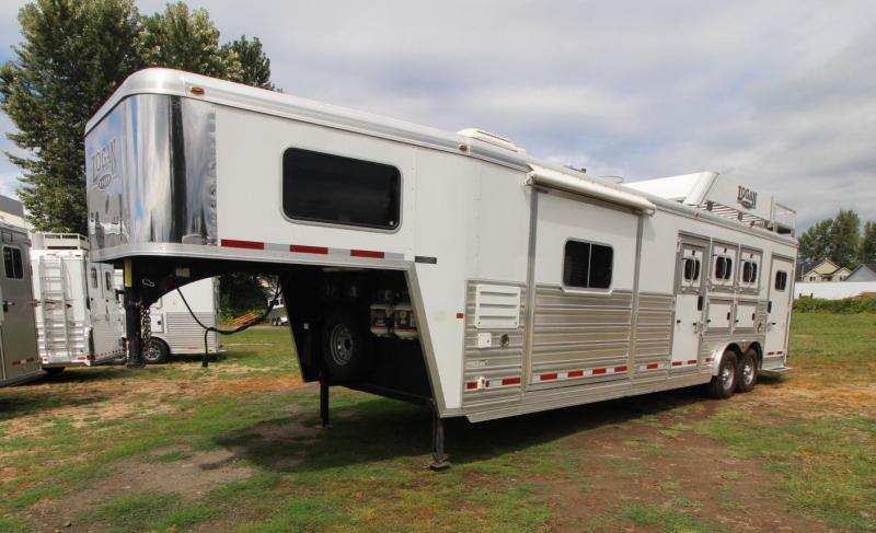 2015 Logan Coach Razor 12ft sw Living Quarters w/ Slide out - Generator! 3 Horse Trailer - Great Condition - REDUCED $2600!