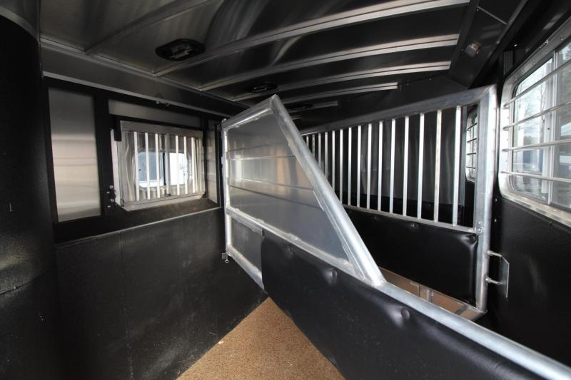 2015 Logan Coach Razor 12ft sw Living Quarters w Slide out Generator 3 Horse Trailer Great Condition REDUCED 2600