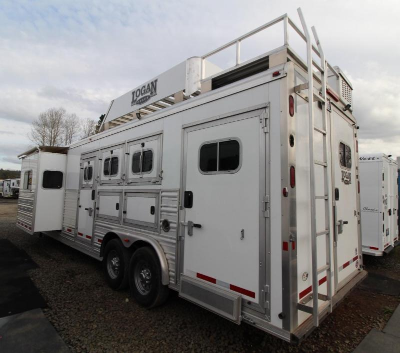 2015 Logan Coach Razor 12ft sw Living Quarters w/ Slide out - Generator! 3 Horse Trailer - Great Condition