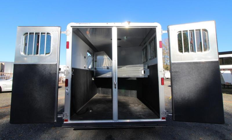 2020 Featherlite 9551 - Large Tack Room - Insulated Horse Area - 2 Horse Trailer PRICE REDUCED $1000