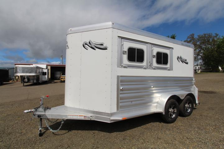 2021 Platinum Coach 2 Horse Bumper Pull-Easy Care Flooring-Air Flow Dividers