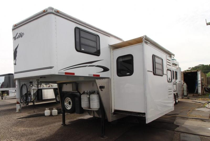 2007 Silver Lite 12FT SW 4 HORSE TRAILER -LIVING QUARTERS- 4FT MIDTACK - SLIDE OUT - REAR RAMP