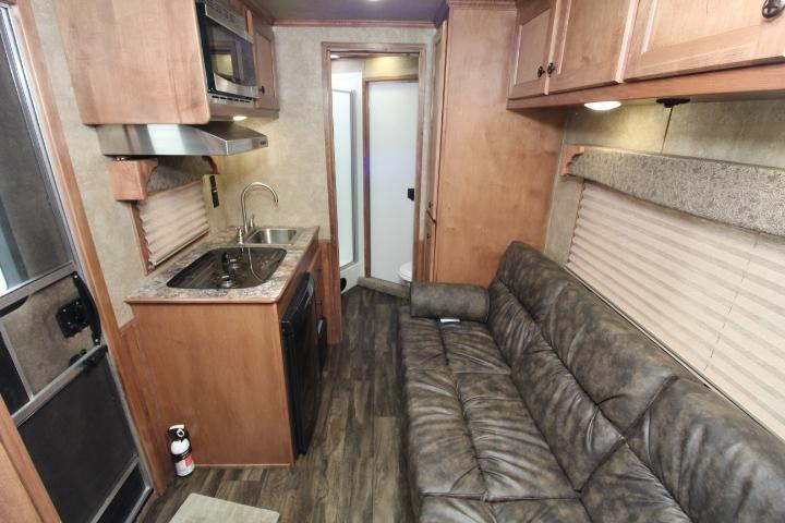 2021 Merhow Trailers 7309 3H-9' LQ-Insulated Horse Area-Console Sofa
