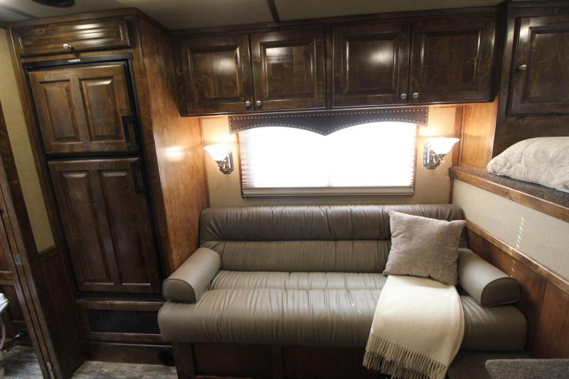 2020 PLATINUM COACH 10.5' DEMO OUTLAW INT. GEN. HAY POD.  LOADED. PRICE REDUCED $3000!