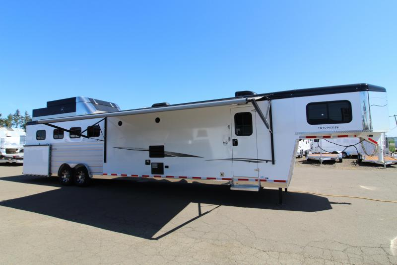 Pre Owned 2019 Trails West 4 Horse Side Load Trailer 15' SW Living Quarters w/ Slide - Full Width Back Tack - Bunk Beds - Hay Pod - Gen Prepped