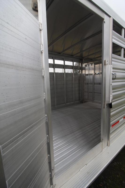 """2021 Featherlite 8127 20' - 7'W - 6'6""""T - CENTER GATE w/ SLIDER Livestock Trailer"""