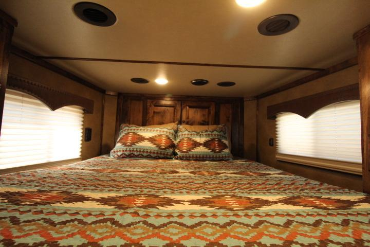 2021 Platinum Coach 2H 8' SW Outlaw Proline Interior-Hay Pod-Mangers Horse Trailer