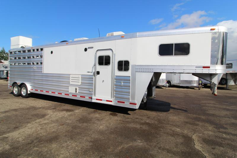 2016 Platinum Coach 2016 Platinum Stock Combo LQ-16' Outlaw Interior Livestock Trailer