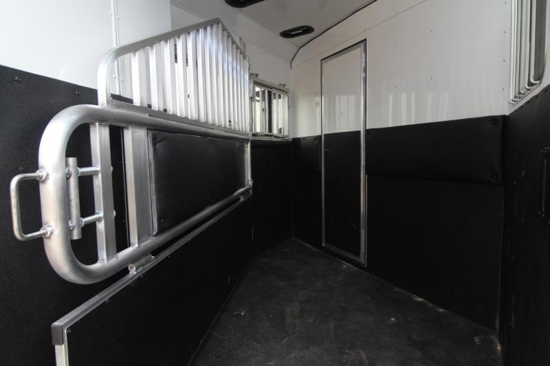 2021 Merhow Trailers 2 HORSE TRAILER - LIVING QUARTERS - SLIDE OUT Horse Trailer