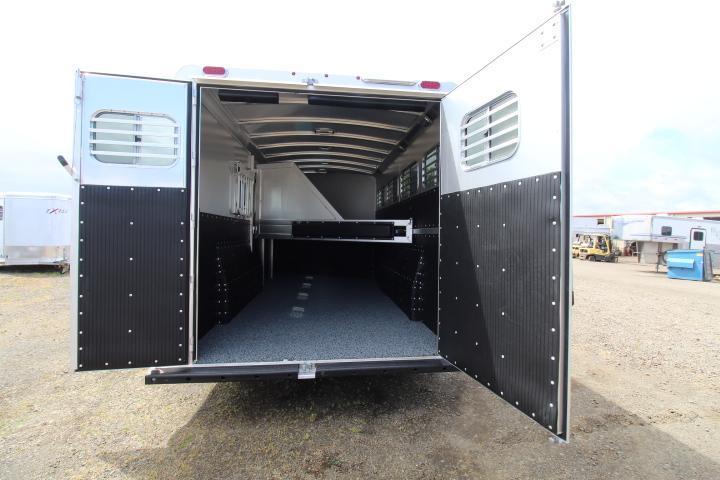 2021 Platinum Coach 4 Horse Gooseneck-Easy Care Floor-Swing Out Saddle Rack