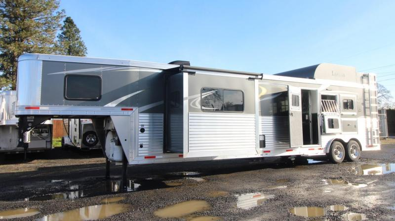 2018 LAKOTA BIGHORN 13FT SW LIVING QUARTERS - GENERATOR - SLIDE OUT - 3 HORSE TRAILER - MIDTACK - LOADED WITH OPTIONS