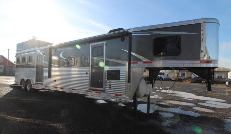 2018 LAKOTA BIGHORN 13FT SW LIVING QUARTERS  PRICE REDUCED - GENERATOR - SLIDE OUT - 3 HORSE TRAILER - MIDTACK - LOADED WITH OPTIONS