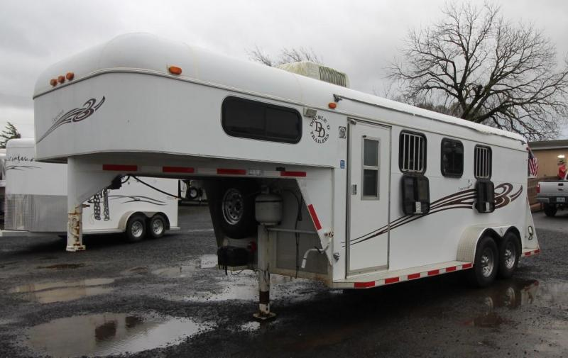 2007 Double D 3 HORSE TRAILER - WEEKENDER- DOUBLE D REAR SAFE TACK