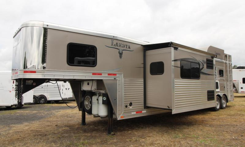 2015 Lakota Bighorn 16ft SW Living Quarters With GENERATOR 3 Horse Trailer
