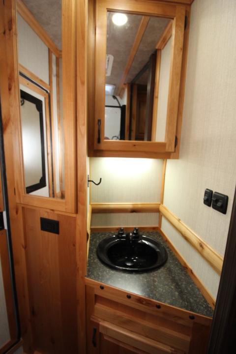 2021 Trails West 10x10 2 Horse Side Tack-Escape Door-Stud Divider