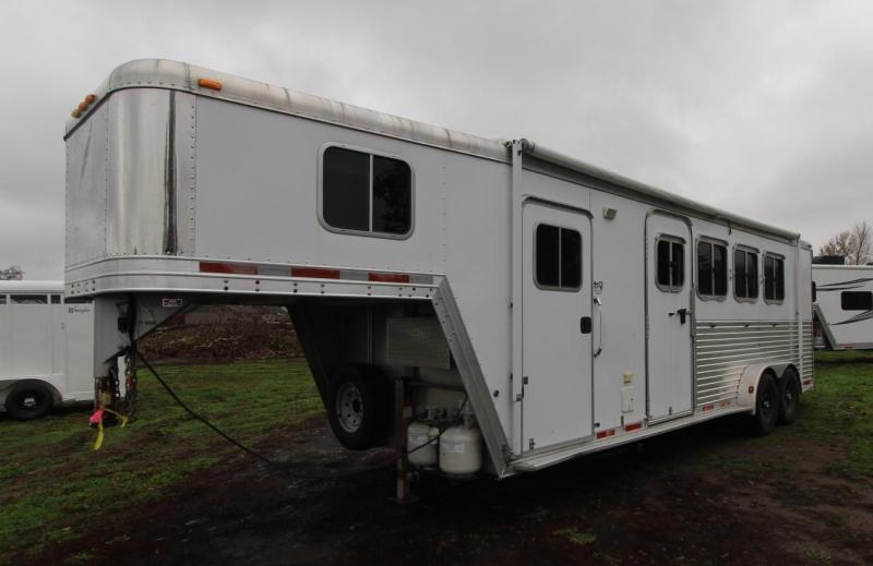 2006 Featherlite 4 HORSE TRAILER LQ - ESCAPE DOOR - DROP DOWN WINDOWS