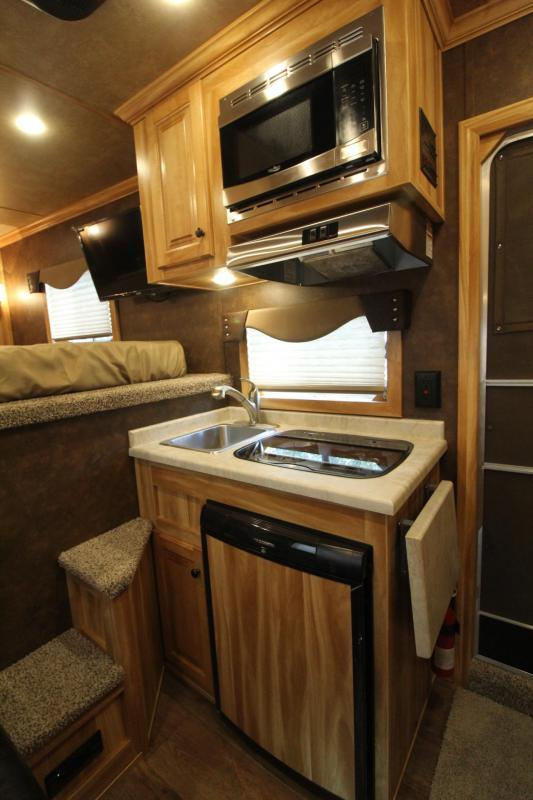 2020 Exiss Escape 7306 - 6ft SW Living Quarters 3 Horse Trailer - Easy Care Flooring - Stud Divider - Electric Awning PRICE REDUCED