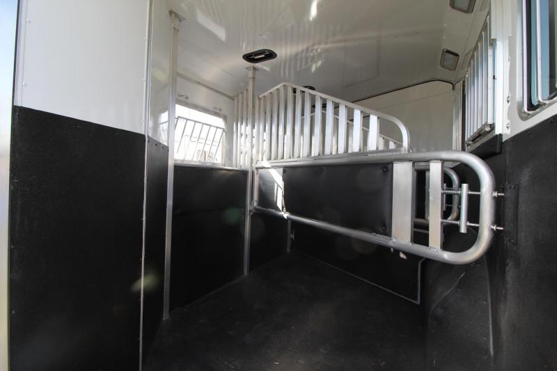 2021 Merhow 8310 LQ 3 Horse Trailer-Sofa-Mangers-Insulated Horse Area