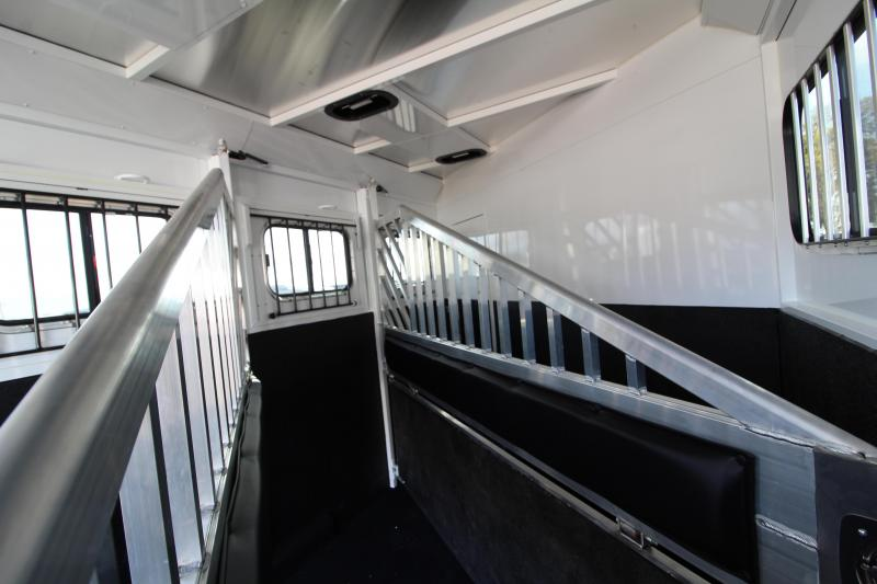 2020 Trails West Classic 3 Horse Trailer - Overnighter Package - Convenience Package - Stud Wall - Escape Door