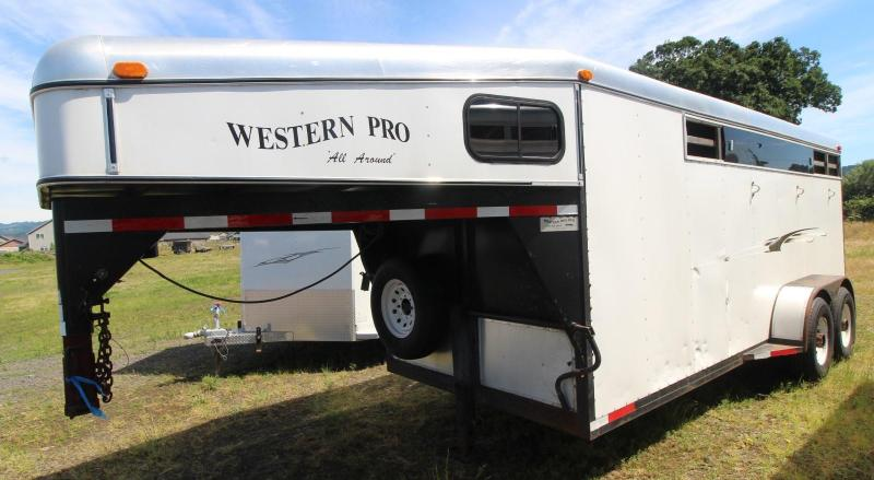 2000 Western WESTERN PRO 3 HORSE TRAILER  GN- MIDTACK- SWING OUT SADDLE RACK