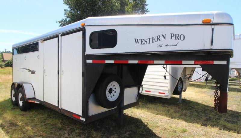 2000  WESTERN PRO 3 HORSE TRAILER  GN- SIDETACK- SWING OUT SADDLE RACK