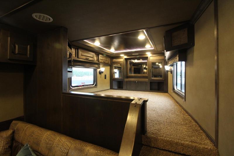 2018 Lakota Bighorn 8317 - 17FT SHORT WALL - SLIDE OUT - GENERATOR - 3 Horse Living Quarters Trailer