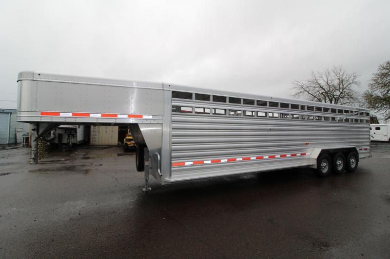 NEW 2019 Featherlite 8127 All Aluminum 30ft Triple Axle Livestock Trailer - Dual Center Gates - Additional Clearance Lights - Adjustable Coupler - PRICE REDUCED $2000