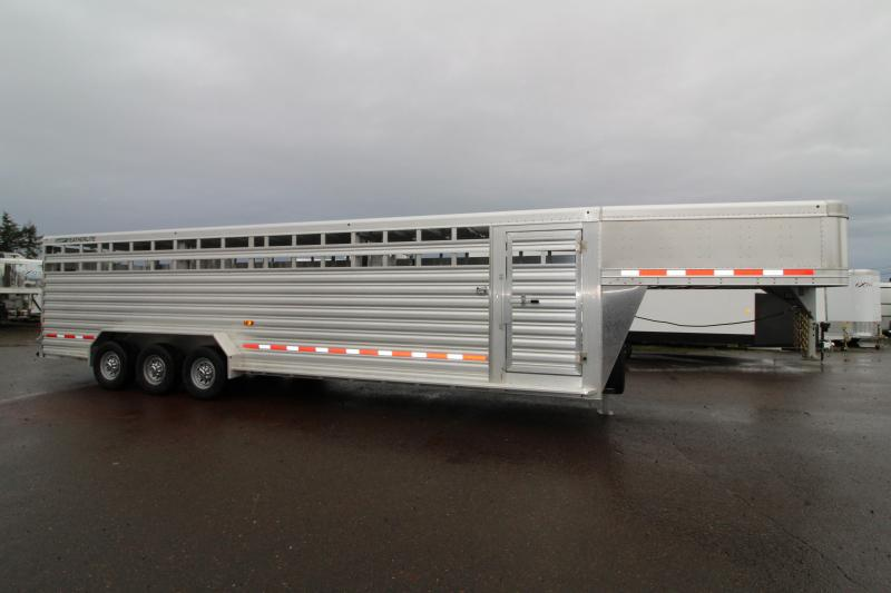 NEW 2019 30' GN Featherlite 8127 All Aluminum 30ft Triple Axle Livestock Trailer - Dual Center Gates - Additional Clearance Lights - Adjustable Coupler - PRICE REDUCED $2500