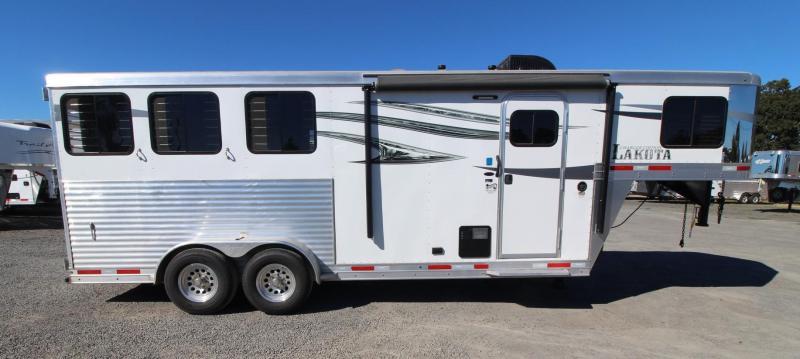 2019 Lakota CHARGER -3 HORSE TRAILER 4' SHORT WALL Horse Trailer