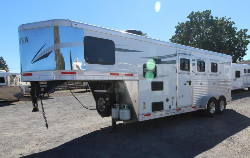 2019 Lakota CHARGER -3 HORSE TRAILER 4' SHORT WALL Horse Trailer
