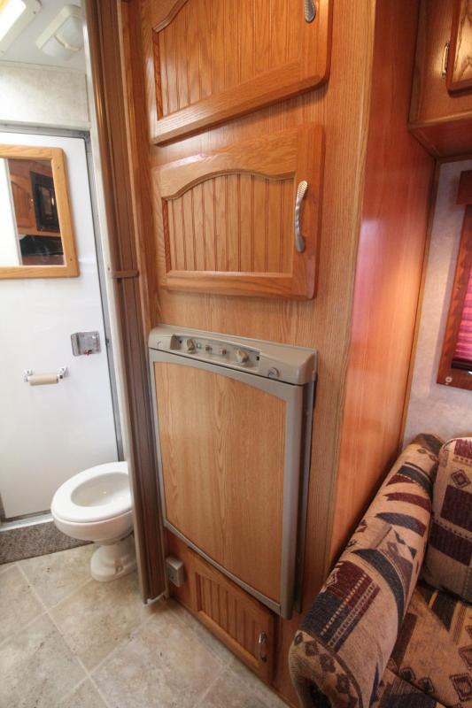 2005 Sundowner Trailblazer III 10' sw Living Quarters 3 Horse Trailer - Stud Divider & Ramp; Escape Door PRICE REDUCED $600