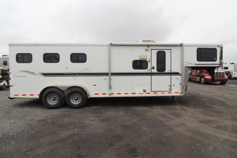 2005 Sundowner Trailblazer III 10' sw Living Quarters 3 Horse Trailer - Stud Divider & Ramp; Escape Door PRICE REDUCED $600