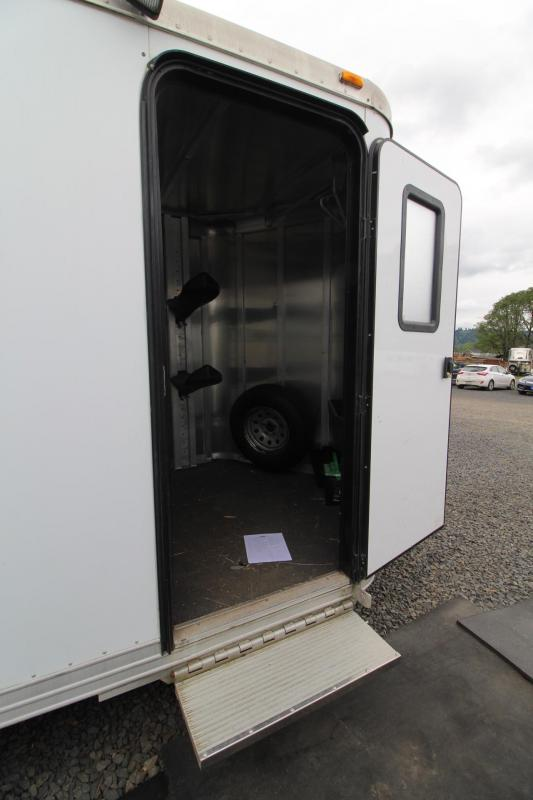 2001 Featherlite CWCF 2 HORSE TRAILER- COLLAPSIBLE REAR TACK