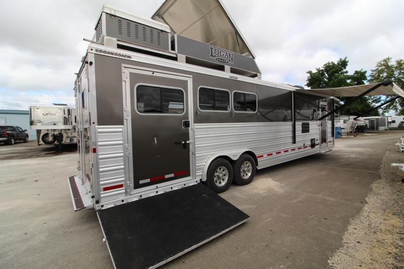 2018 Logan Coach Lightly Used 2018 Logan Razor 3H Side Load 13' SW Horse Trailer