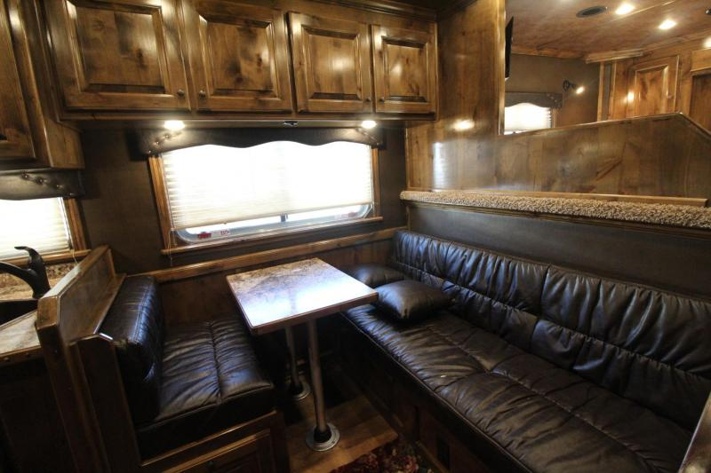 2019 SOONER PREMIER 8313 LIVING QUARTERS OUTBACK INTERIOR 3 HORSE TRAILER - PRICE REDUCED - GENERATOR HAYRACK AND MORE