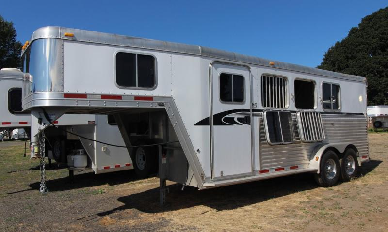 2006 Featherlite Weekender Real wood interior 3 Horse Trailer