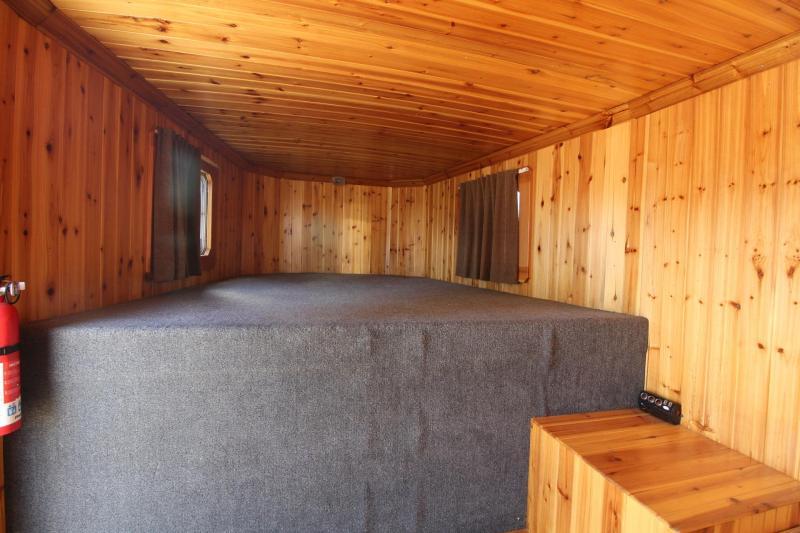 2006 Featherlite Weekender Real wood interior 3 Horse Trailer