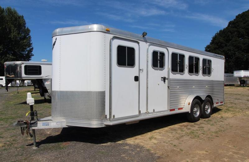 2005 Featherlite 4 HORSE TRAILER -BUMPER PULL- EXTRA LARGE TACK ROOM Horse Trailer