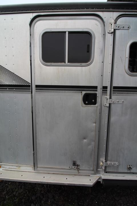 1996 Featherlite 4 Horse Gooseneck-All Aluminum-Rear Tack Horse Trailer