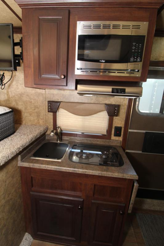2018 Exiss 8210 2 Horse Trailer Slide Out Easy Care Flooring Price Reduced
