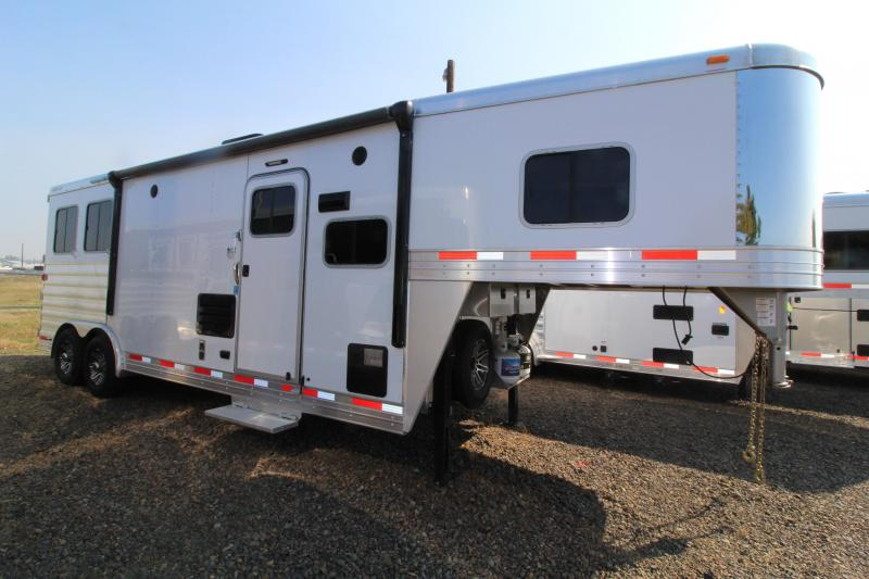 2018 Exiss 8210 Horse Trailer Slide Out Easy Care Floor