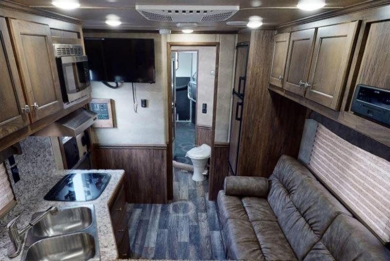 2021 MERHOW STAMPEDE 10FT SW LIVING QUARTERS 3 HORSE TRAILER - LINED AND INSULATED HORSE AREA