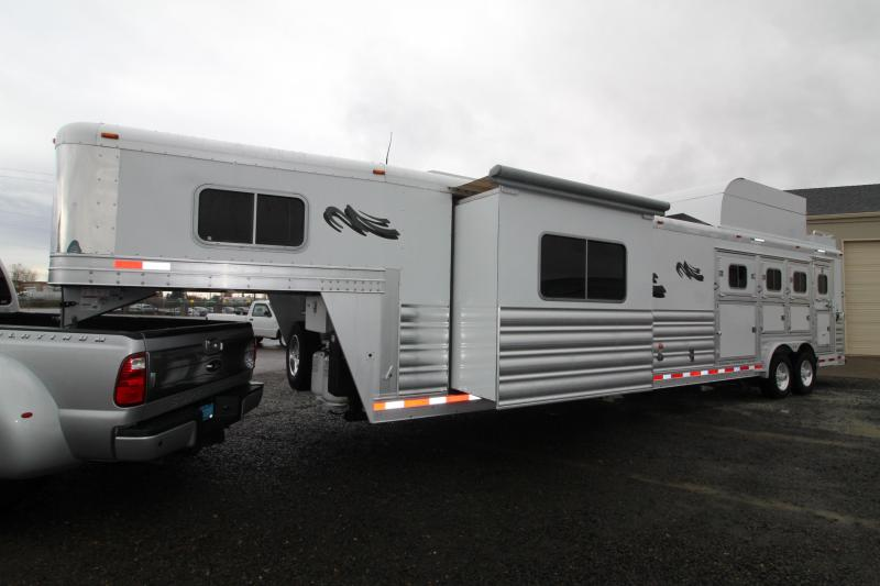 Pre Owned 2018 Platinum 4H 14' SW Outlaw Interior-Reverse Side Load-Hay Pod-Generator