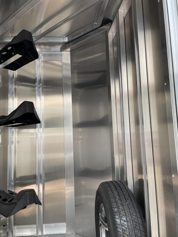2022 EXISS EXPRESS - CXF 3 Horse Bumper Pull - Easy Care Flooring - Drop Down Windows & Bars - Removable Plexi Glass