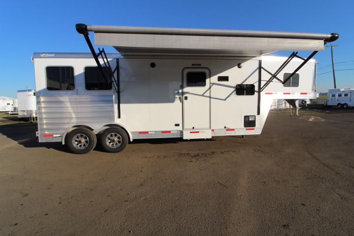 2021 Exiss Trailers 8210-UPGRADED Airflow Dividers-Easy Care Floor Horse Trailer